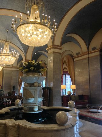 Renaissance Cleveland Hotel: Elegant lobby