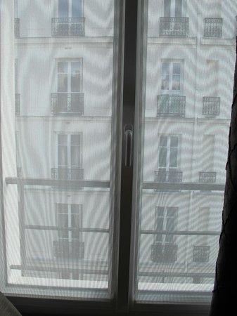 Hotel Tourisme Avenue: Вид из окна