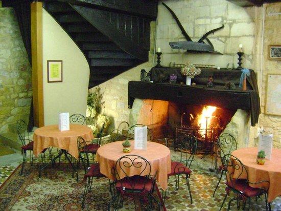 Hostellerie De Saint Front: CHEMINE du café de Pays