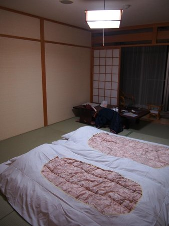 Kaiyutei: The room at night- with beds