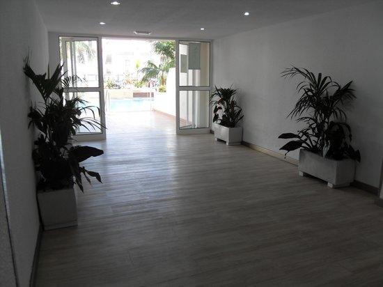 Catalonia Oro Negro: Ground floor pool lobby - looking good!