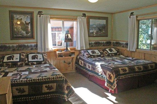 Glacier Haven Inn: Black Bear Room