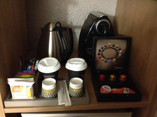 Mercure Angers Centre: Coin café de la chambre