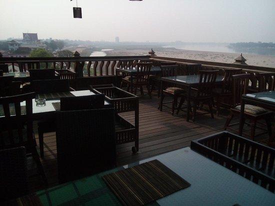 Sengtawan Riverside Hotel : The bridge to THAILAND!?