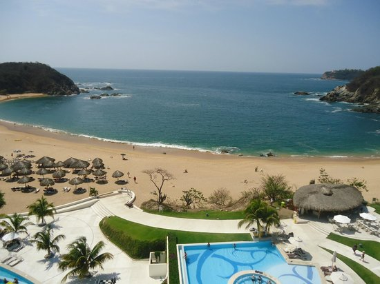 Secrets Huatulco Resort & Spa : The beach