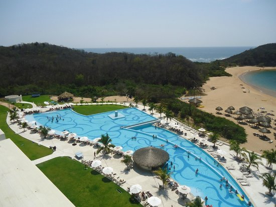 Secrets Huatulco Resort & Spa : One of the pools