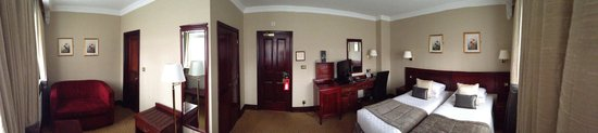 Grange Rochester Hotel : Panoramic view of my basement room