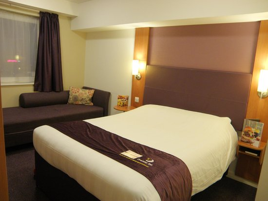 Premier Inn London Gatwick Airport (North Terminal) Hotel: Large comfortable bed
