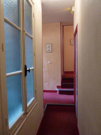 Hôtel Le Richelieu : couloir