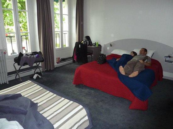 Hôtel Le Richelieu : chambre 105 (4 personnes)