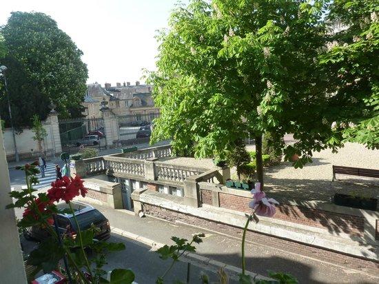 Hôtel Le Richelieu: vue de la chambre 105 vers le château