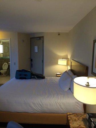 Hyatt Regency Baltimore Inner Harbor: horrible bed