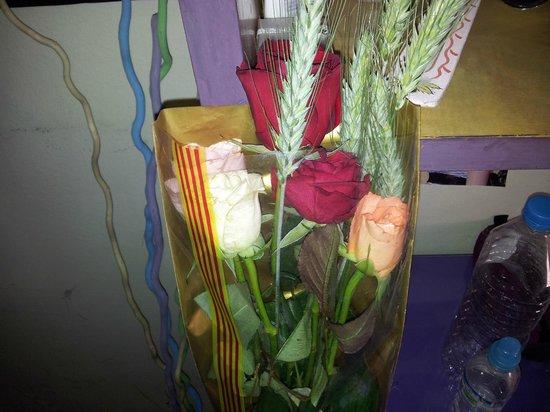 Arros I Peix: El ramo de rosas que me regaló mi amor durante el paseo post-comida :-)