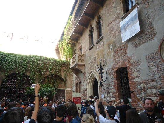 Casa di Giulietta: On the balcony
