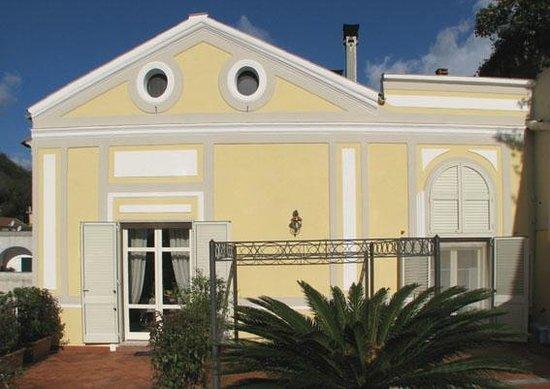 B&B La Casa di Donn'Amelia: La casa dall'esterno 2