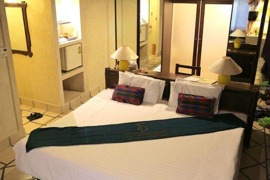 Supatra Hua Hin Resort: Main room