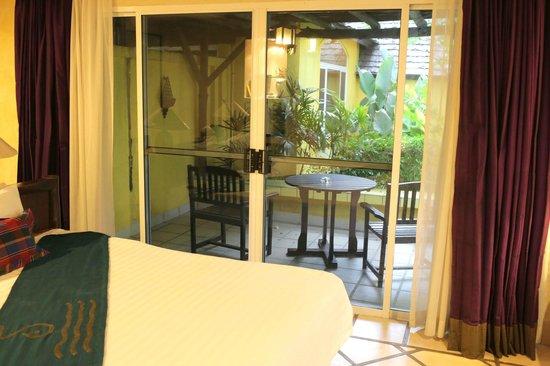 Supatra Hua Hin Resort: View to patio