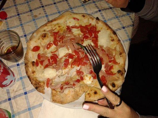 Ndringhete Ndra: pizza vesuvio