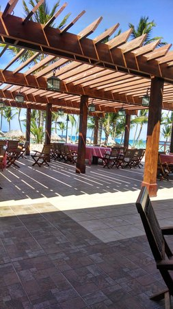Majestic Colonial Punta Cana: beach restaurant