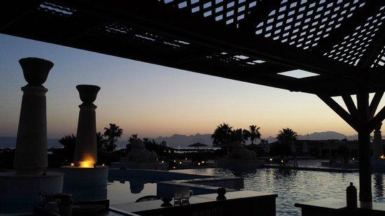 Sheraton Soma Bay Resort: refreshing drink at the bar with sunset