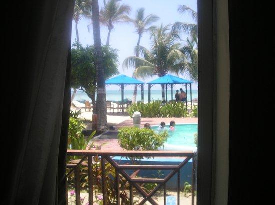 Cocoplum Beach Hotel: Vista desde la habitación 116
