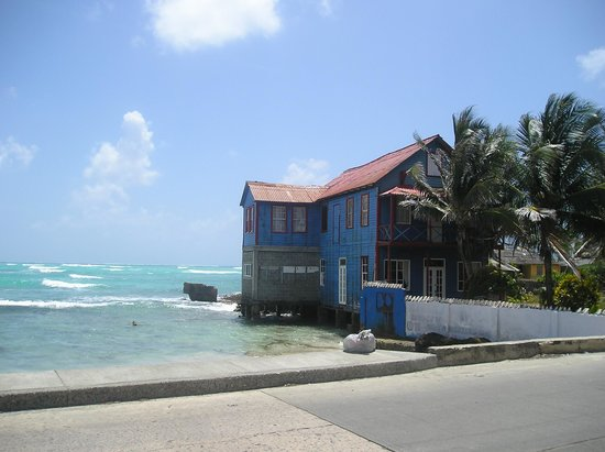 Cocoplum Beach Hotel: Casita isleña a pocas cuadras del hotel Cocoplum