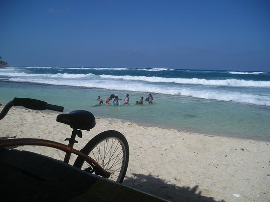 Cocoplum Beach Hotel: Playa de charquitos en San Luis