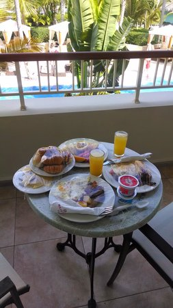 Majestic Colonial Punta Cana : our room service breakfast
