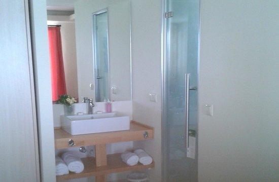 Mayor Capo Di Corfu: wash basin with shower to the right