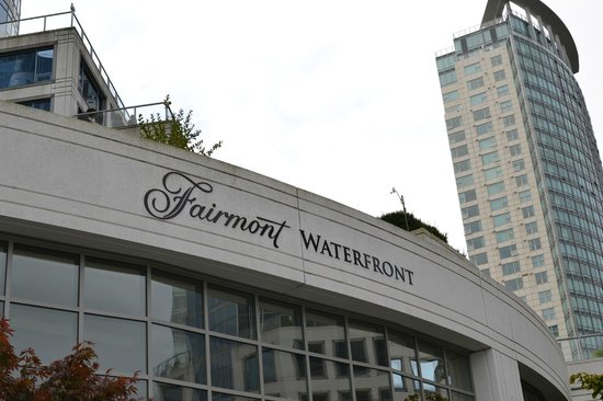 Fairmont Waterfront : view from outside