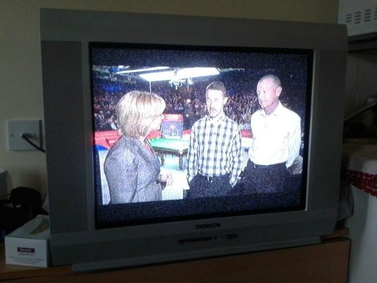 Pontins Pakefield Holiday Park: Old tv with poor channnel selection & poorer picture.