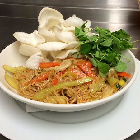 Lochcarron Bistro : Sweet Chilli Vegetables & Egg Noodles