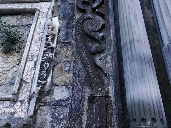 Iconic  Tours: Greyfriars...the graveyard