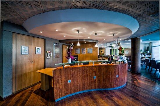 Novotel Suites Clermont Ferrand Polydome : RECEPTION