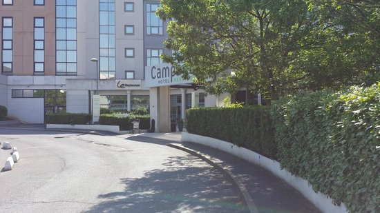 Campanile Roissy : Entrance to Hotel