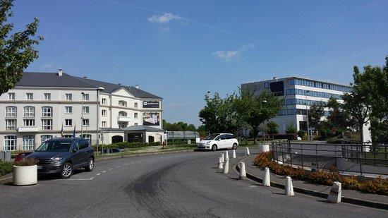 Campanile Roissy : hotels opposite