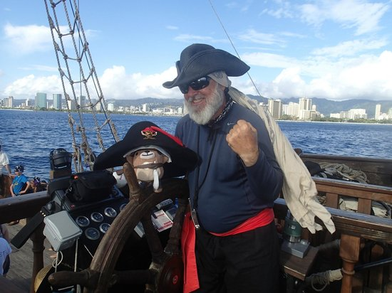 Captain And First Mate Picture Of Hawaii Pirate Ship Adventures - Pirate ship cruise hawaii