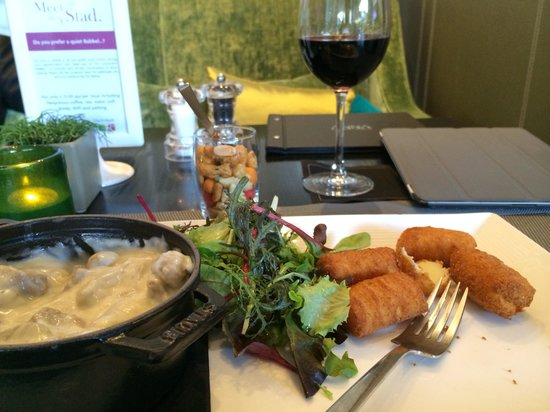 Crowne Plaza Antwerpen: Veal ragout with croquettes was good!