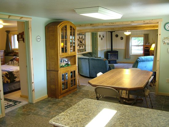 Glacier Haven Inn: Family Cabin Dinning and Living Rooms