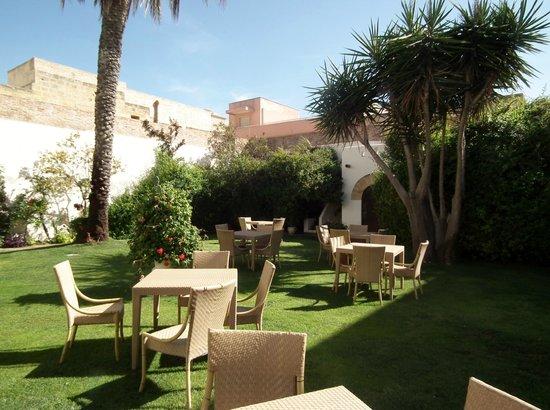 Carmine Hotel: Jardin
