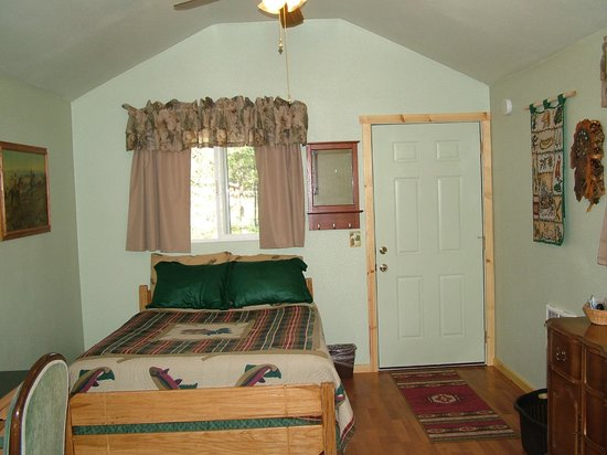 Glacier Haven Inn: Camping Cabin