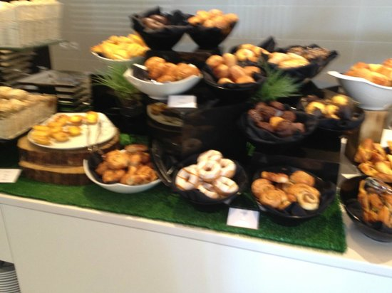 EPIC SANA Algarve Hotel: fruhstuck Kuchen