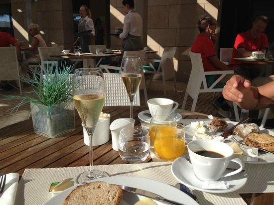 EPIC SANA Algarve Hotel: draussen fruhstuck