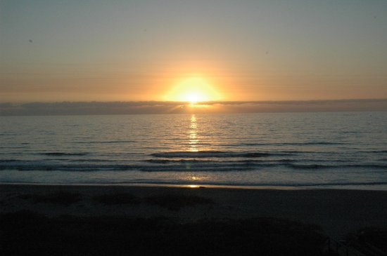 Cape Winds Resort: Sunrise from the balcony, Unit 508