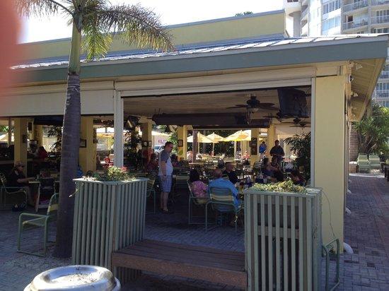 Rum Runners Bar & Grille at Sirata Beach Resort: Rum Runners Bar & Grill