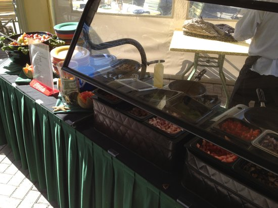 Rum Runners Bar & Grille at Sirata Beach Resort: The omelet prep station