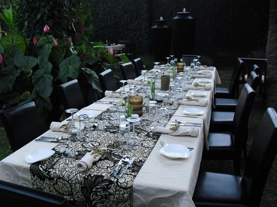 Zawadi House Lodge: Garden meals arrangement