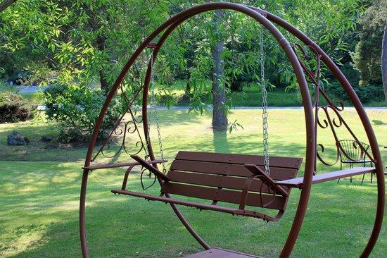 Discovery Inn: Swing