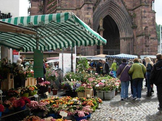 Munsterplatz: mercato in piazza