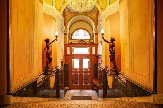 Bohemia Plaza Residence : Entrance